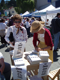 Farmers-market-signing