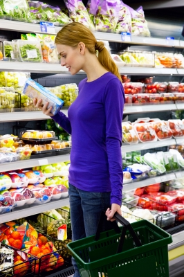 woman-browsing-grocery-store