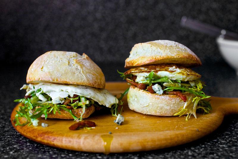 image of fried egg sandwich